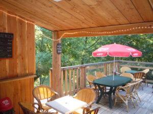 Terrasse extérieur du restaurant au Camping des Gorges du Tarn - Sainte Enimine